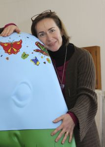 Jeanette with Désirée, her contribution to this summer's Elephant Parade. Photo: Lisbeth Ganer
