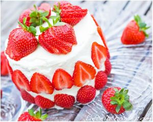 Grain free, sugar free, strawberry cake - a healthy feast. Photo: Lisa Fuchs
