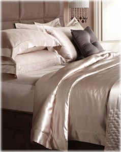 Silk bedding. www.grandes-marques.fr
