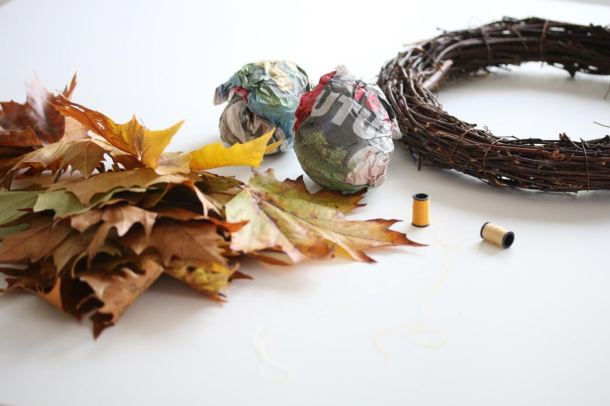 autumnleaves_balls_wreath