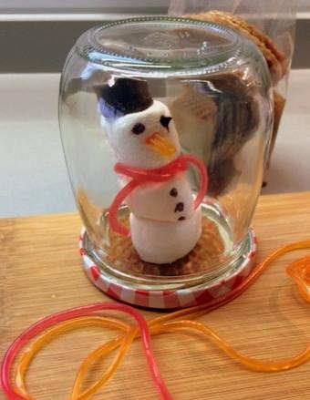 snowglobe_snowman
